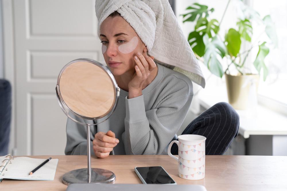 7 Natural Remedies to Fade Stubborn Dark Circles
